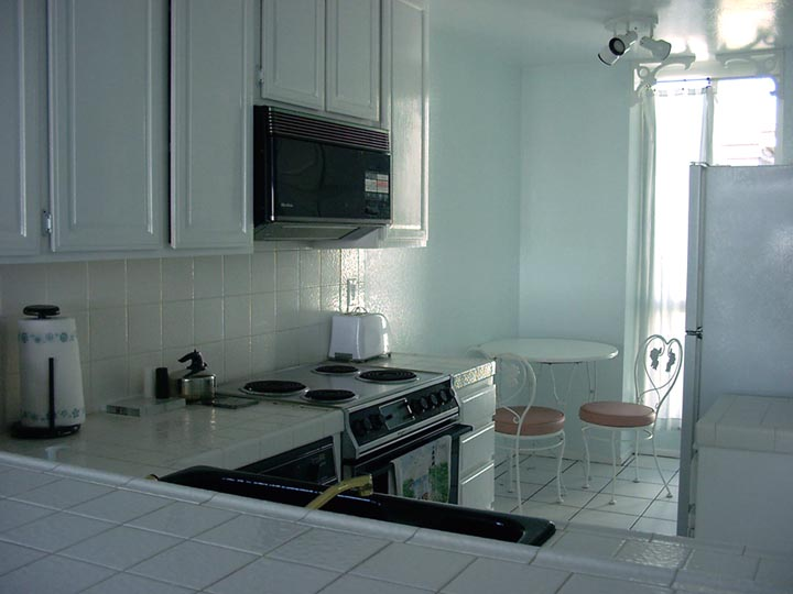 Vacation Beach Rental kitchen, Oceanside CA, click to